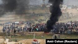 Палестинські протестувальники палять шини, 6 квітня 2018 року