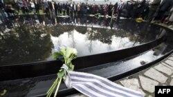 Memorijalu kojim je obeleženo sećanje na žrtve nacističkog holokausta u Berlinu prisustvovali su najviši državni zvaničnici, oktobar 2012.