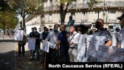 Акция в Париже с требованием освободить арестованных в Египте ингушей, август 2020