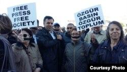 Демонстрация против подавления свободы слова в Турции.