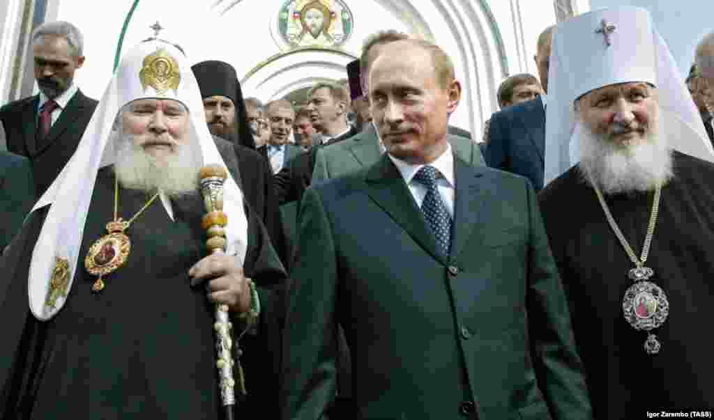 РУСИЈА - Рејтингот на рускиот претседател Владимир Путин падна под 60 отсто, за прв пат во последните пет години, покажува истражувањето на независниот центар Левада. Според истражувањето, 56 отсто од Русите изјавиле дека ќе гласаат за Путин на изборите кои треба да се одржат во 2024 година, што е 10 проценти помалку во споредба со минатогодишната анкета.