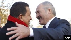 Chavez în vizită la Minsk în 2010