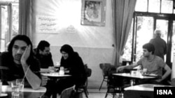 احمد قشمی، مدير کل ثبت احوال تهران ضمن تاييد آمار ياد شده، از رشد ۱۳ درصدی طلاق درپايتخت خبر داد و در گفت و گو با خبرگزای مهر از بحران فروپاشی بنيان خانواده خبر داد.