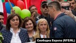 Кирил Добрев (вдясно) обяви официално, че ще се кандидатира за поста на Корнелия Нинова