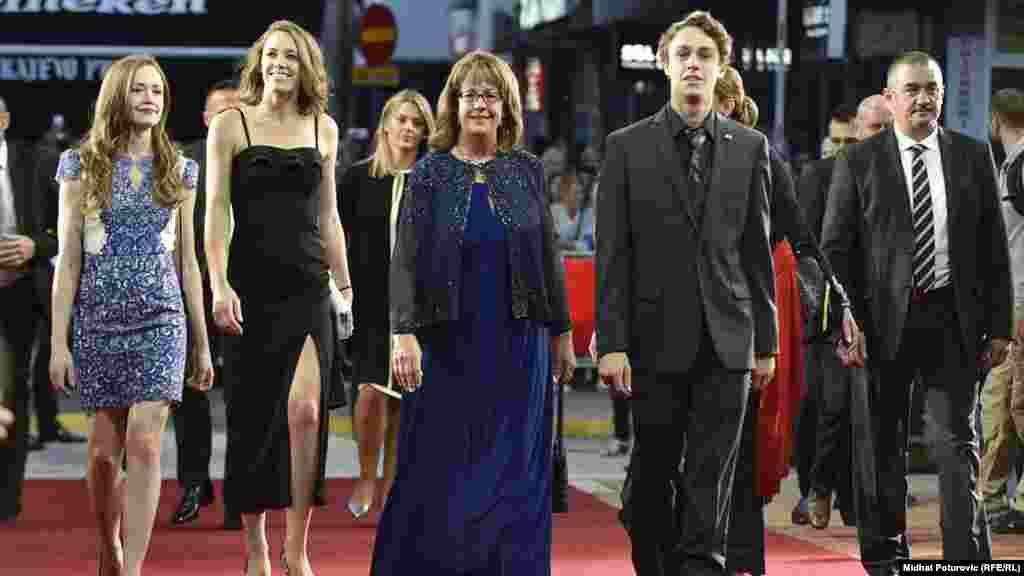 Maureen Cormack (u sredini), ambasadorica Sjedinjenih Država u BiH.