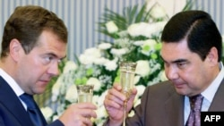 Turkmen President Gurbanguly Berdymukhammedov (right) raises a glass with Russian President Dmitry Medvedev during their meeting in Turkmenbashi.
