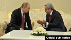 Turkmenistan - Presidents Vladimir Putin (L) of Russia and Serzh Sarkisian of Armenia meet in Ashgabat, 5Dec2012.