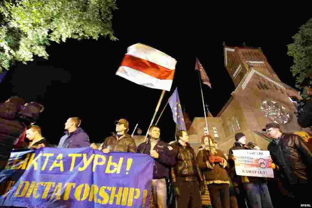 Участники шествия 11 октября в центре Минскатребовали отставки президента Лукашенко и свободных выборов без фальсификаций.