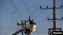 پروژه توسعه شبکه برق رسانی در محلات نیازمند پروان به بن بست روبهرو شدهاست.
