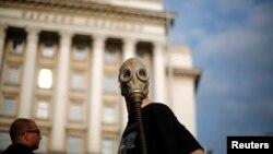 Демонстрант в центре Софии, июнь 2013 г.