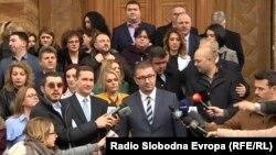 Архивска фотографија-Претседателот на ВМРО-ДПМНЕ, Христијан Мицкоски и дел од пратеничката група пред Собранието на Македонија.