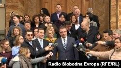 Претседателот на ВМРО-ДПМНЕ, Христијан Мицкоски и дел од пратеничката група пред Собранието на Македонија.