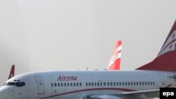 """""""Грузия аба жолдору"""" компаниясына таандык Боинг-737 Москвага учууга даярданууда. 8-январь, 2010-жыл."""