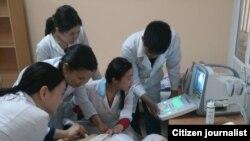Студенты Кыргызской государственной медицинской академии. Апрель 2014 года. Иллюстративное фото.