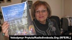 Директор гімназії Наталя Руденко з оголошенням про Різдвяну ходу звіздарів у 2013 році