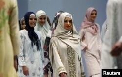 Turkiyə - Moda Festivalında dindar qadınlar üçün geyimlər, 11 noyabr 2010