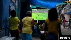 Gledanje Mundijala na ulicama Rio de Janeira, Brazil, fotoarhiv