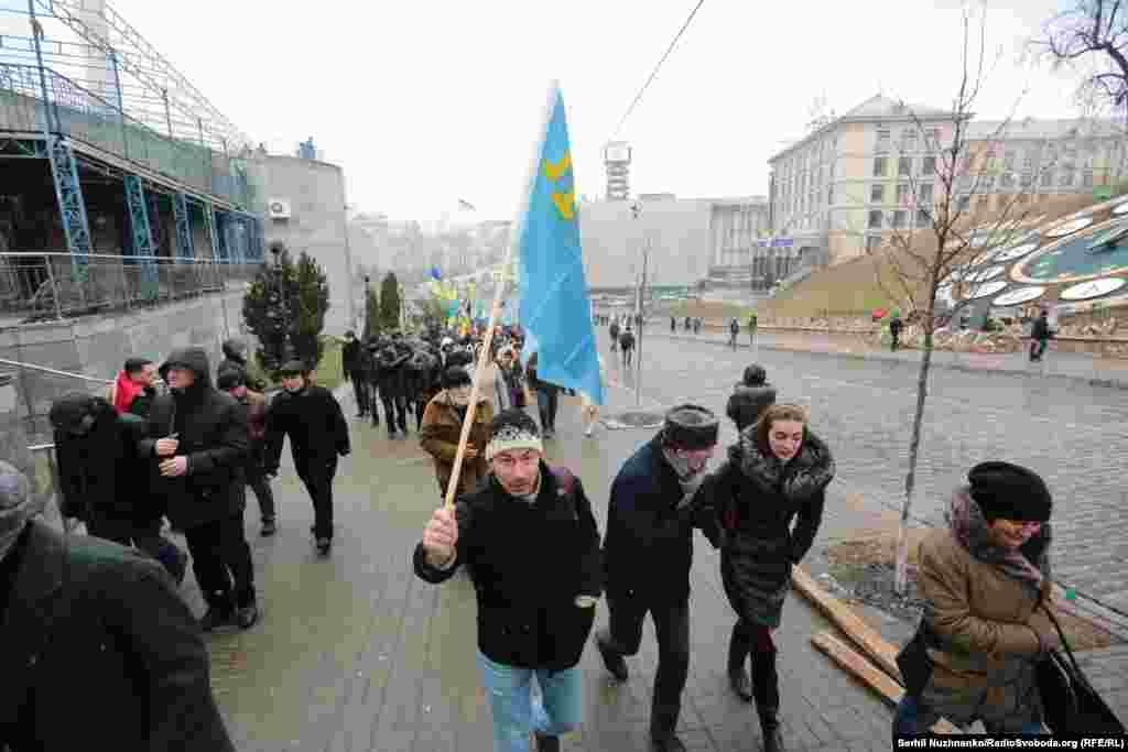 Україна продовжує боротьбу за окупований Росією півострів Крим, заявив 26 лютого президент України Петро Порошенко