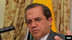 Министр иностранных дел Эквадора Рикардо Патиньо слушал Ассанжа довольно хмуро. 18 августа 2014 года