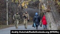 Розведення сил у Петрівському відтермінують через обстріли – міністр оборони
