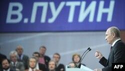 Kryeministri rus, Vladimir Putin, në takim me aktivistët e fushatës së tij.