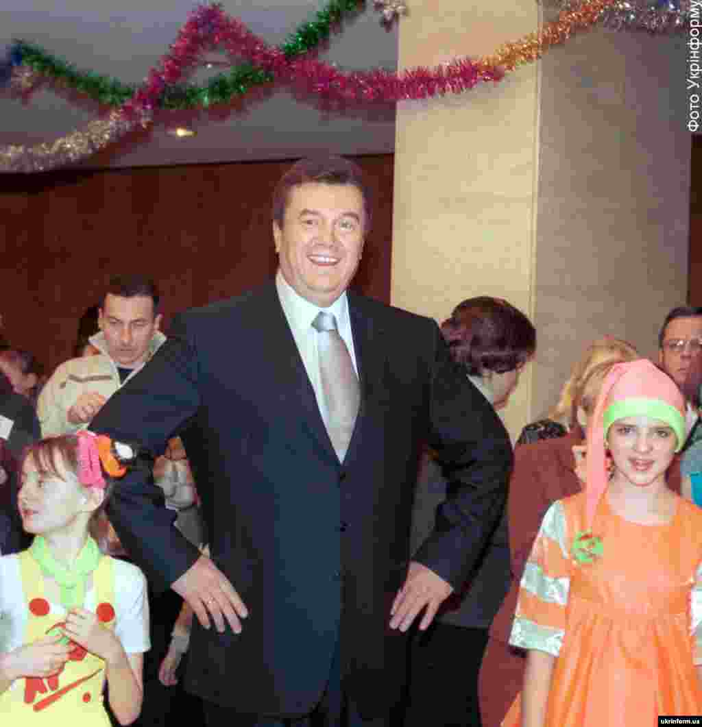 At a children's Christmas festival in 2001