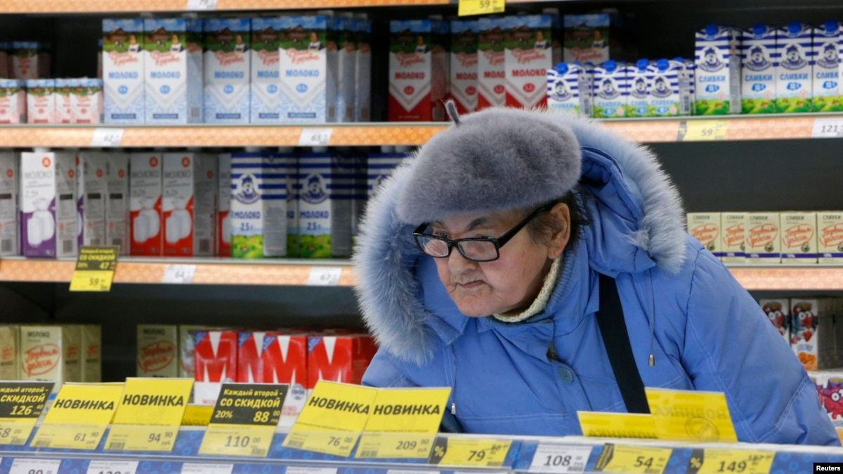 Hard Times: Five Russians' Hopes, Fears For 2016