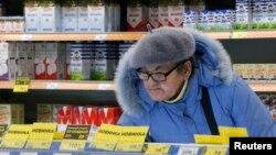 И покрај воведувањето ограничувања на цените, трошоците за храна се зголемуваат во Русија, што го вознемирува Кремљ.