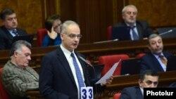 Левон Зурабян в парламенте (архив)