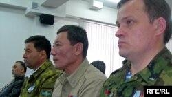Ветераны советско-афганской войны в зале Казахстанского пресс-клуба. Алматы, 29 апреля 2009 года.