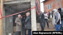 Odluka o rušenju kuće u Višegradu u kojoj je 1992. godine spaljeno 70 civila bošnjačke nacionalnosti, bila je povod odlaska delegacije OHR-a, Ambasade SAD-a i OSCE-a u Višegrad, koji su se susreli sa predstavnicima lokalne zajednice. FOTO: Alen Bajramović