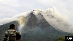 خاکسترهاى ناشى از فعال شدن آتشفشان سینابونگ تا ارتفاع ۱۵۰۰ متر به آسمان پرتاب شده است