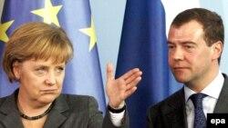 Angela Merkel şi Dmitry Medvedev