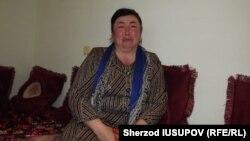 Ўғли уч ойдан буён бедарак кетган ўшлик Зулфия Каримова.