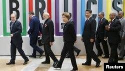 Президенты стран — участников БРИКС. Уфа, 9 июля 2015 года.