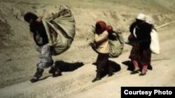 1992 және 1997 жылдар аралығында Тәжікстанда болған азамат соғысынан қашқан босқындар.