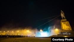 Архівна фотографія. Знесення у Харкові найбільшого в Україні пам'ятника Леніну. 28 вересня 2014 року