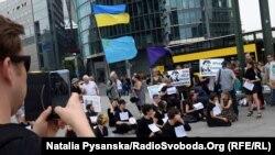 Ілюстративне фото з міжнародної акції #SaveOlegSentsov