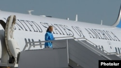 "Armenia -- U.S. Secretary of State Hillary Clinton lands in ""Zvartnots"" International Airport, 04Jun2012"