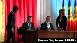 Președintele Colegiului comisiei economice eurasiatice Tigran Sarkisyan și președintele moldovean Igor Dodon.
