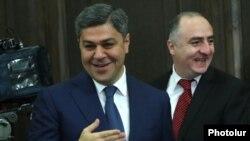 Директор Службы национальной безопасности Артур Ванецян (слева) и начальник Специальной следственной службы Сасун Хачатрян