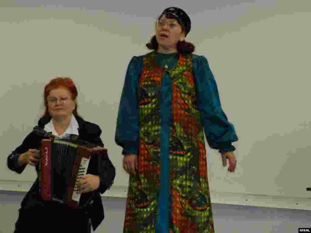 Хәлисә Максименко һәм Фәнилә Шәрәпова