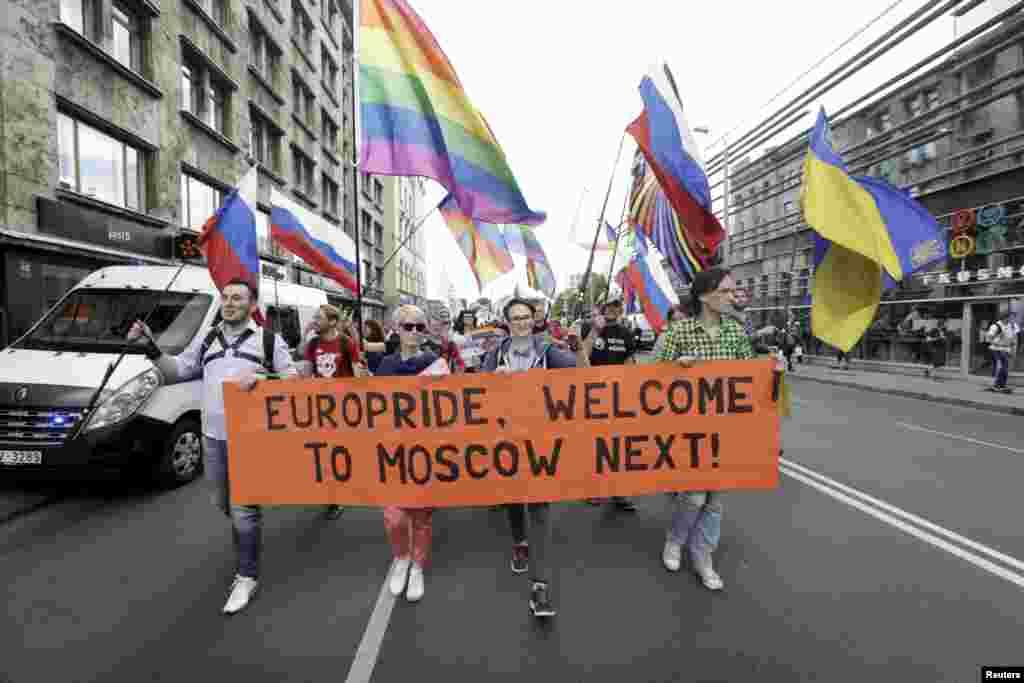 Представители российского ЛГБТ-сообщества на EuroPride 2015 в Риге.