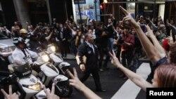 """Столкновение участников движения """"Захвати Уолл-стрит"""" с полицией в Нью-Йорке, 14 октября 2011 г"""