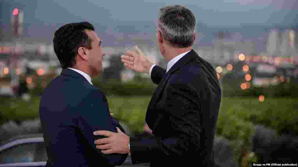 МАКЕДОНИЈА / БЕЛГИЈА - Генералниот секретар на НАТО, Јенс Столтенберг, потсети дека Алијансата е подготвена да го потпише пристапниот протокол со Македонија штом биде имплементиран Преспанскиот договор. Како што јави дописничката на МИА од Брисел, непосредно пред почетокот на состанокот на министрите за надворешни работи на членките на НАТО, Столтенберг повтори дека сега македонските власти треба да го завршат својот дел од работата.