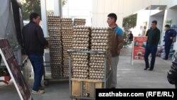 На одном из рынков Ашхабада, архивное фото.