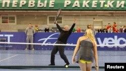 Аляксандар Лукашэнка так упадабаў тэніс, што ў 2010-м сам згуляў з Каралін Вазьняцкі