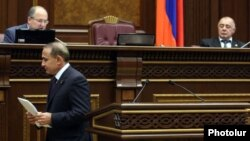 Armenia - Parliament speaker Hovik Abrahamian walks off the podium after announcing his resignation to fellow lawmakers, 14Nov2011.
