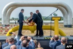 Запуск реверсу газу зі Словаччини на українсько-словацькому кордоні, вересень 2014 року