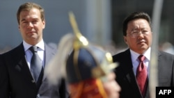 Russian President Dmitry Medvedev (left) attends a welcoming ceremony with Mongolian President Tsakhiagiin Elbegdorj in Ulan Bator.